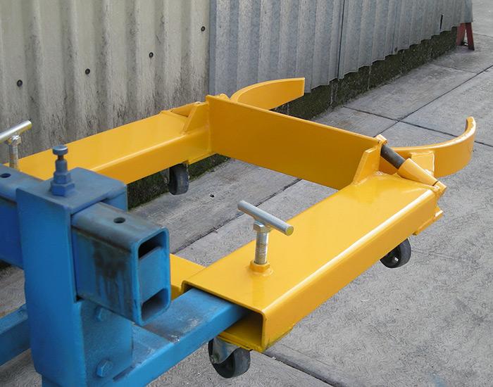 Cangrejo industrial amarillo en montacargas