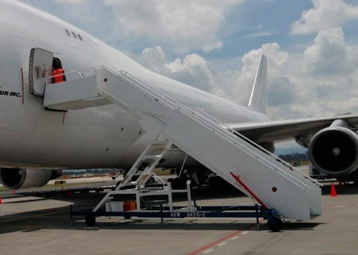 Escaleras para pasajeros de avión
