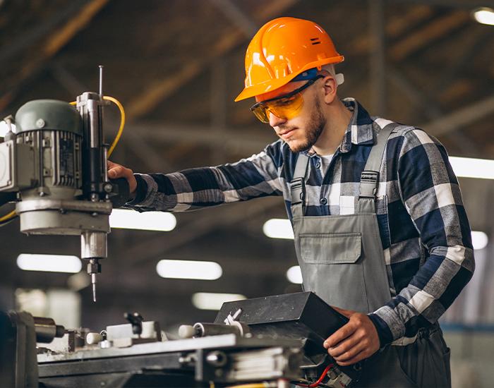 Casco protector para mantenimiento industrial